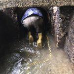 埋設導入管の堆積土砂の除去作業